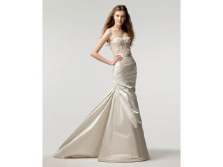 Monique-Lhuillier-Trumpet-Fit-and-Flare-ivory-2010-154367-1