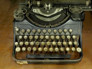 13566047131896087004old typewriter2