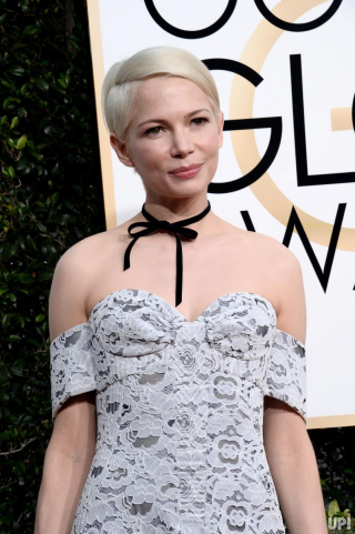 Stars-dazzle-in-winter-white-at-Golden-Globes_4_1