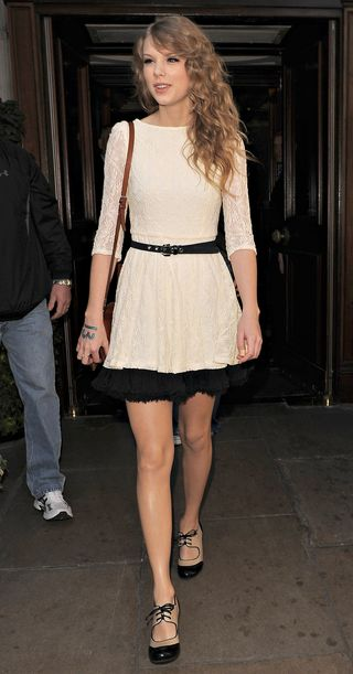 Taylor_swift_lace_dress_skinny