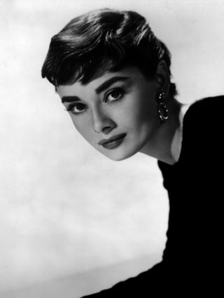 Audrey-Hepburn-audrey-hepburn-21766746-1922-2560