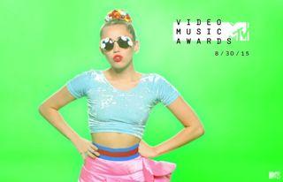 Miley-Cyrus-MTV-VMAs-20151