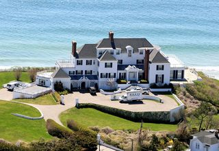 1367599443_taylor-swift-house-zoom